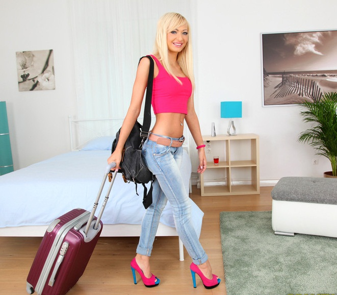 MikesApartment/RealityKings - Lola Shine in Shine Me Off (HD 720p)