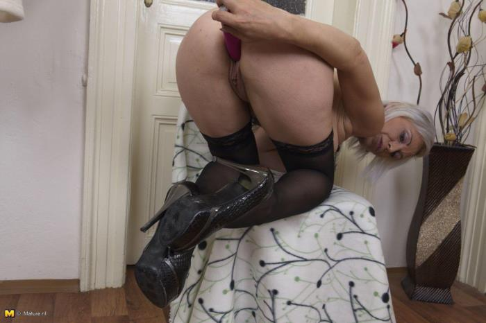 Mature.nl - Kathy White (41) - Naughty housewife fingering herself [HD 720p]