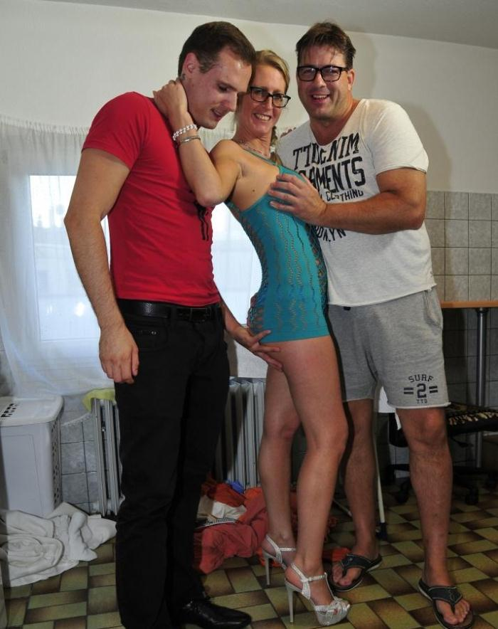 ReifeSwinger/PornDoePremium: Jana L. - German mature babe gets satisfied in hardcore MMF threesome  [HD 720p]  (Orgy)