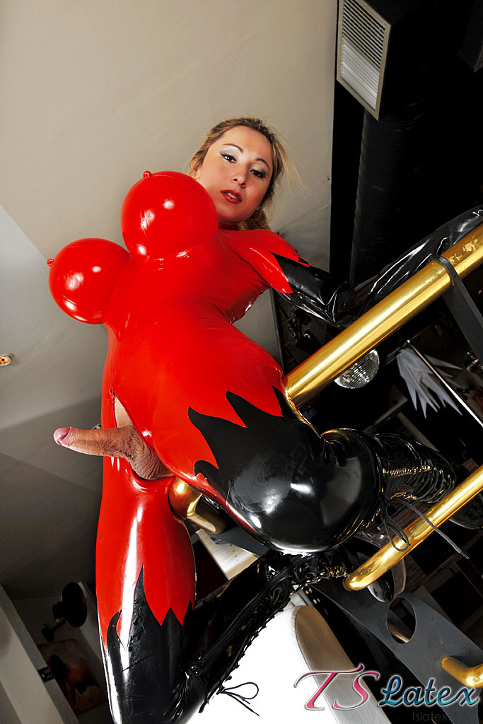 TSlatex: Sabrina Sherman - Sabrina is the princess of latex [SD 540p]