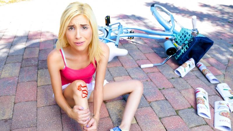 D1g1t4lPl4ygr0und.com: Piper Perri - Bike Accident [SD] (433 MB)