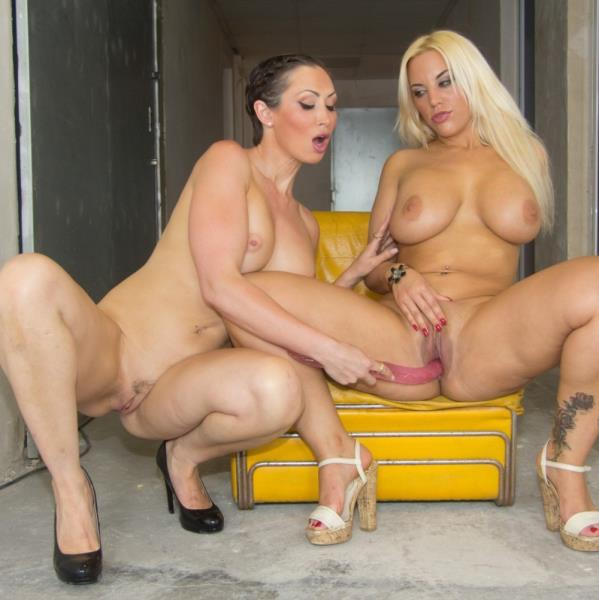 Chicas PORN: Blondie Fesser, Yasmin Scott - Double toy action and scissoring in lesbian show with busty horny babes (HD/2016)