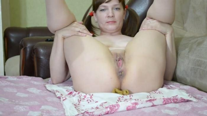 Shit on the sheet - Solo (Scat Porn) FullHD 1080p