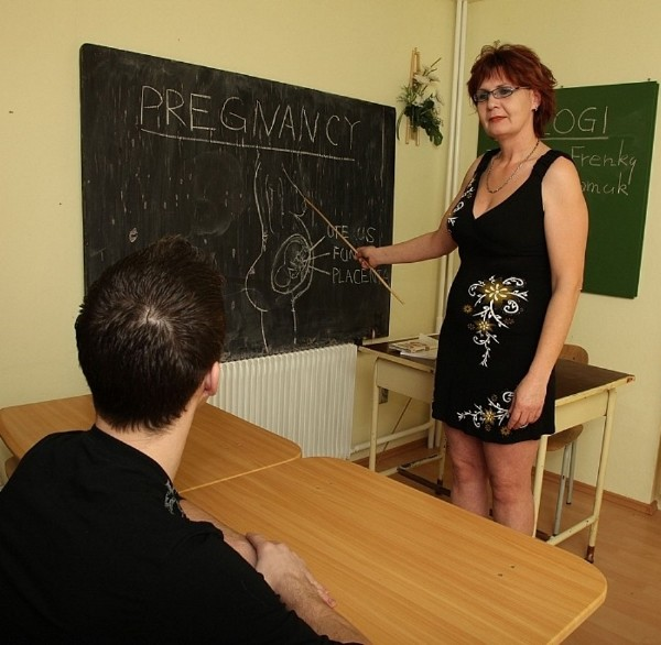 MomsWithBoys.com - Amateurs - Fucking My Mature Biology Teacher In Detention [HD 720p]