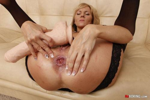 N0B0r1ng.com [Zlata - Blondie & Her Toys] SD, 406p