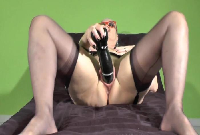 Amateur - Monster dildo fucking my slutty old wife [HD 736p]