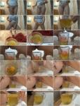 Measuring My Pee [HD 720p]
