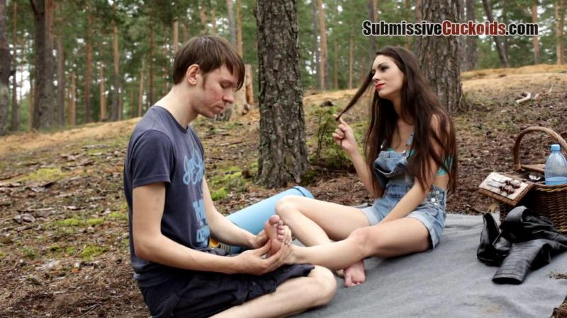 Subm1ss1v3Cuck0lds.com: Mistress Sally - Cuckold In The Wood [FullHD] (542 MB)