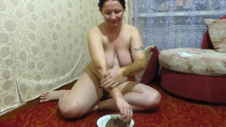 Girl shit and smeared themselves / SCAT / 28 Oct 2016 [FullHD]