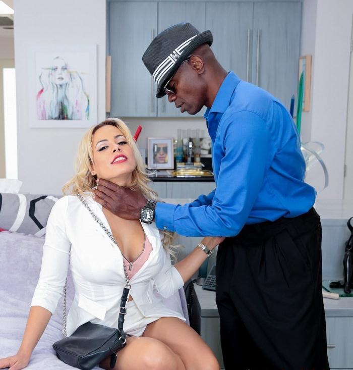 Luna Star - Slutwife realtor Luna Star will do anything to sell a house  [FullHD 1080p]