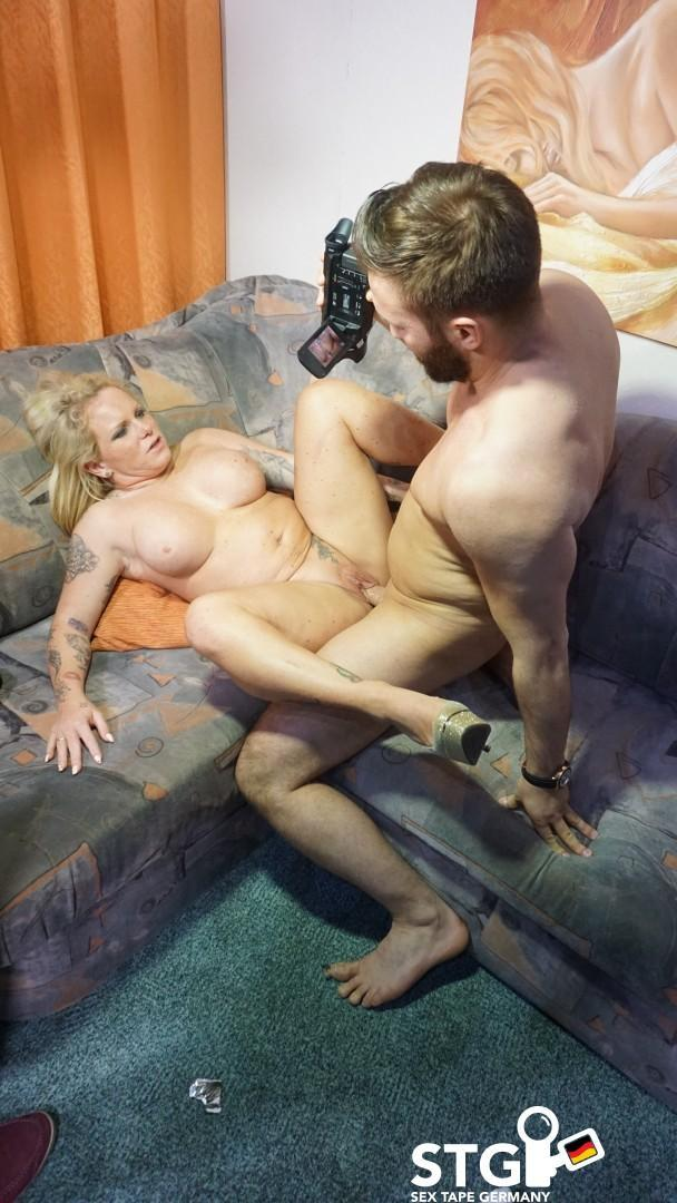 Gina Valentina - A Busty Blonde German Babe With Curves Rides A Dick During Amateur Sex Tape / 25.10.2016 [PornDoePremium / SD]