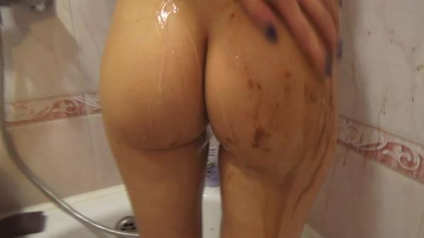 Morning shit in the bath (FullHD 1080p)