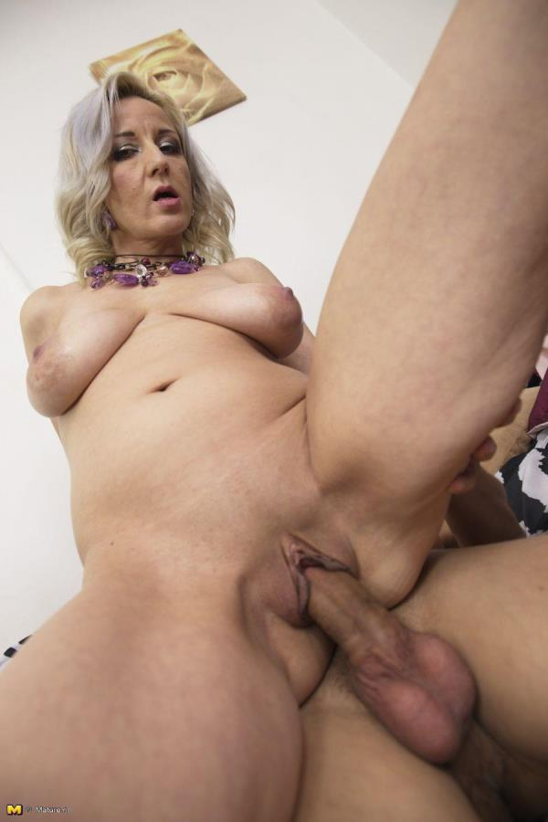 Brenda B. (39) This hot housewife loves to play [Mature.nl 720p]