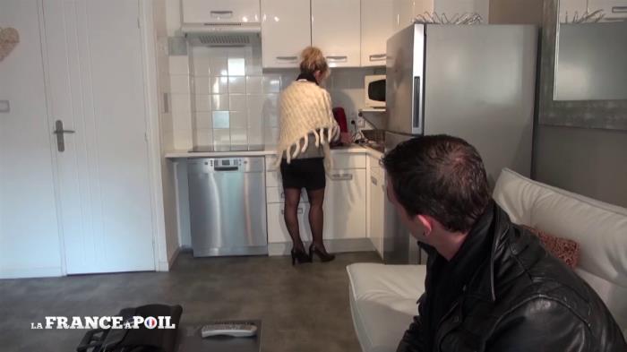 French Exclusive - Marina - Cougar profite d'une visite immobiliere pour pieger un petit jeune [HD 720p]