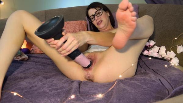 Keri Berry Keri Berry's Wet pussy for horse dildo and fists [1080p]