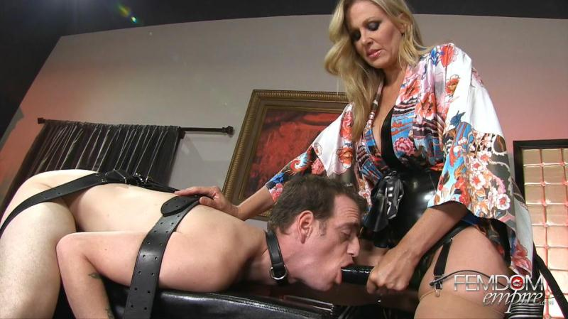 Julia Ann (MILF Strap-on Seduction / 29.08.2016) [FemdomEmpire / FullHD]