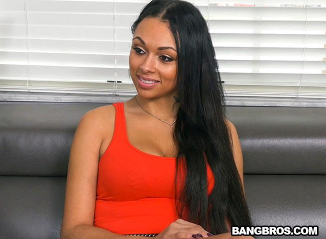 A night with Bethany Benz / 21.10.2016 [BangBros / HD]