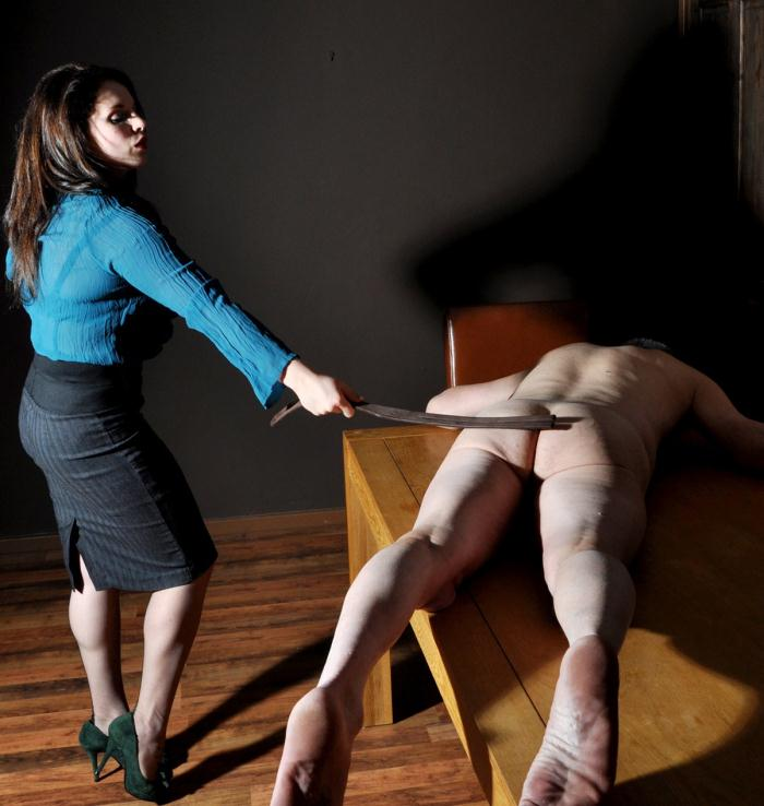 FemmeFataleFilms: Miss Amy Hunter - Earn Your Leash  [HD 720p]  (Femdom)
