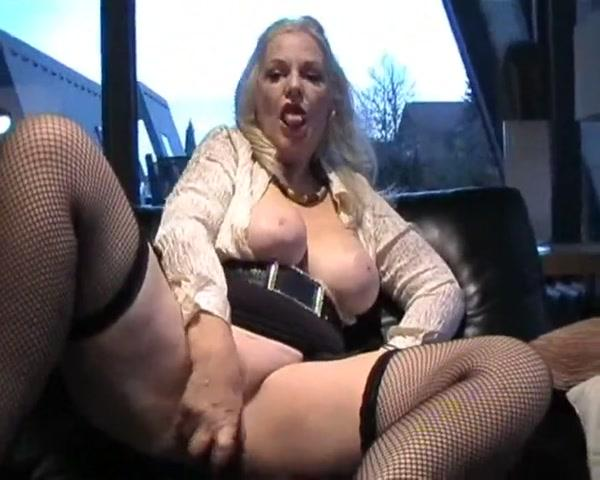 Laura - Shau Mir Zu Beim Wixxen! (Germany Porn / 10 Oct 2016) [PA, MDH / SD]