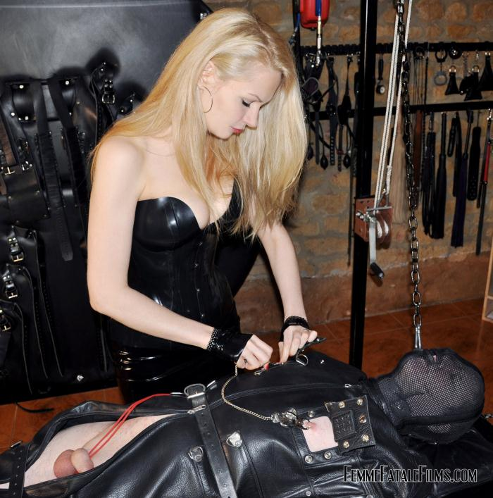 Mistress Eleise de Lacy - Floating Torment  [HD 720p]