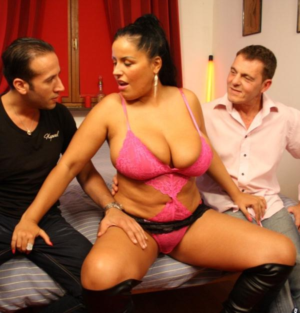 Tatyana - Two studs fuck busty and curvy brunette for amateur French porn tape  (LaCochonne/PornDoePremium/HD/720p/590 MiB) from Rapidgator