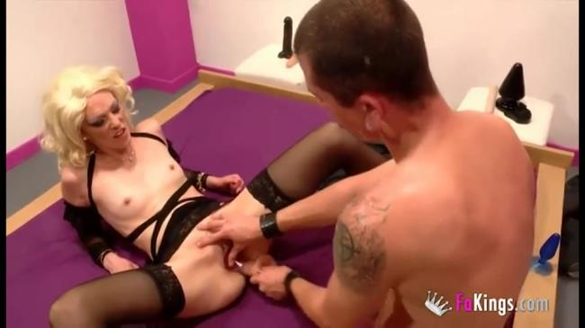 Horny slut Carla discovers the hard sex - Carla