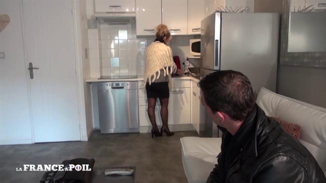 Marina - Cougar profite d'une visite immobiliere pour pieger un petit jeune [French Exclusive | 720p]