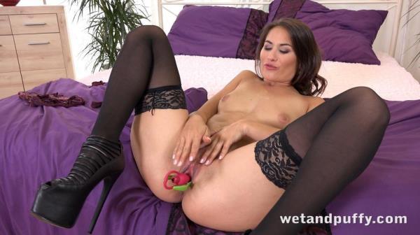 Sexy Yenna: Yenna - WetAndPuffy 1080p
