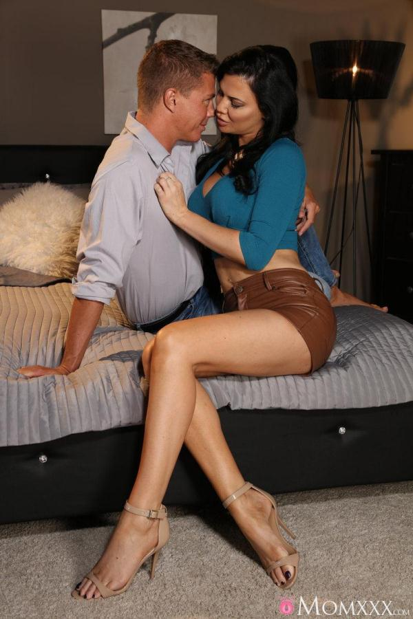 M0mXXX, S3xyHub - Perfect passionate busty MILF [SD, 480p]