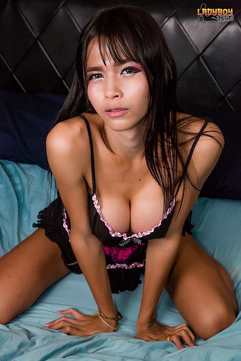 Bly - Sexy Bly Masturbates And Cums! [Ladyboy.xxx / HD]