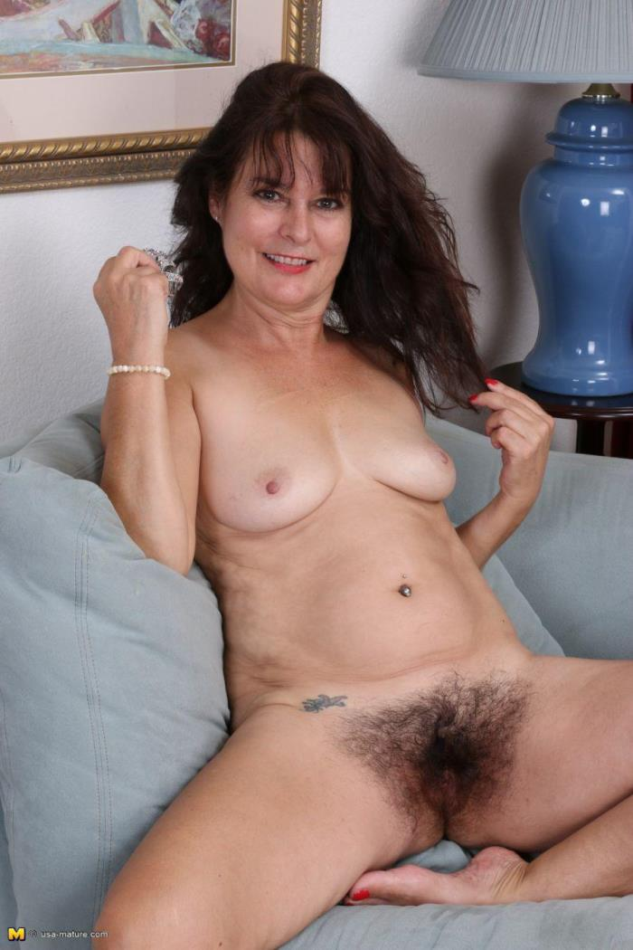 (Mature.nl) Carrie M. (52) - hairy American housewife fingering herself (HD/720p/1.19 GB/2016)