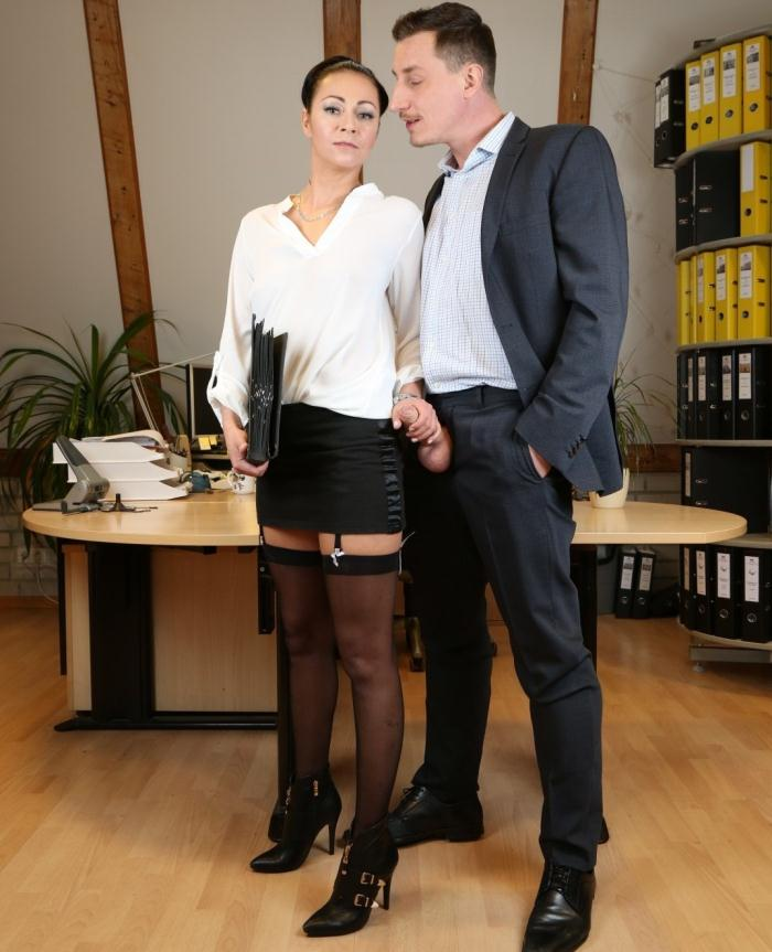 BumsBuero/PornDoePremium: Mareen Deluxe - Mischievous German secretary gets cum on pussy after raunchy fuck with boss  [HD 720p]  (German Porn)