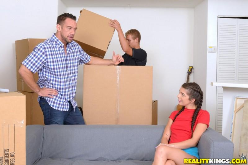 Olivia Lua (Moving In / 01.10.2016) [RealityKings / SD]