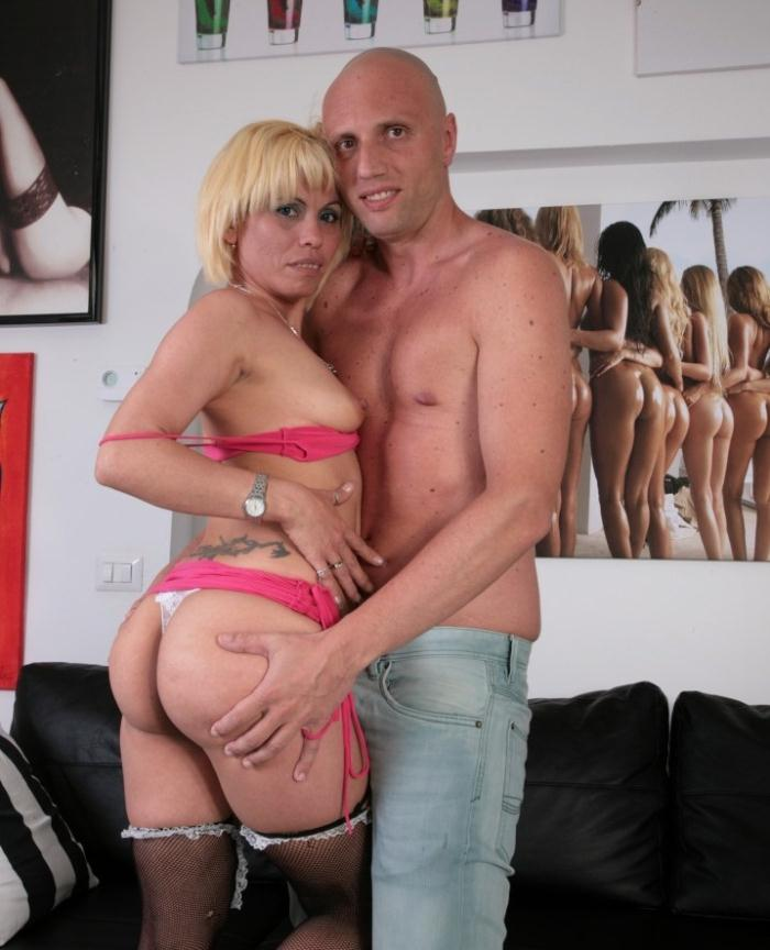 ScambistiMaturi/PornDoePremium: Analisa Lovex - Slutty blonde Latina craves anal and cumshot from Italian swinger  [HD 720p]  (Anal)