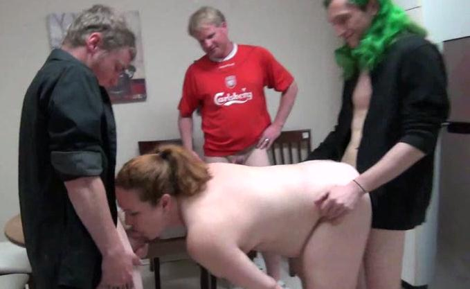 MOM GETS GANG BANGED!!! (Taboo Fantasy / 11 Oct 2016) [Clips4sale / SD]