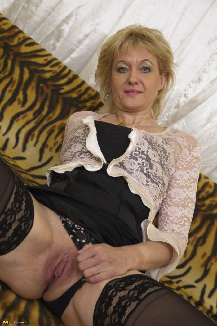 (Mature.nl) Sandra G. (48) - Beautiful mature lady showing herself (FullHD/1080p/1.23 GB/2016)