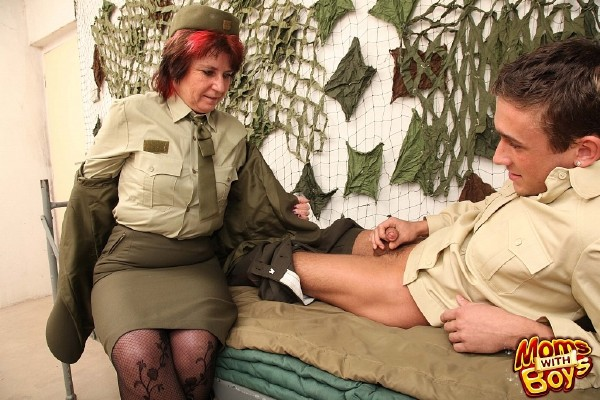 MomsWithBoys: Amateurs - Pierced Pussy Senior Army Officer Reprimands A Soldier (HD/2016)