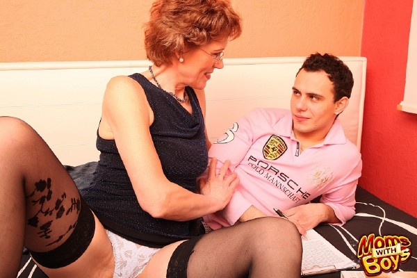 MomsWithBoys.com - Amateurs - Student Sexually Disturbed By Horny Mature In Stockings [HD 720p]