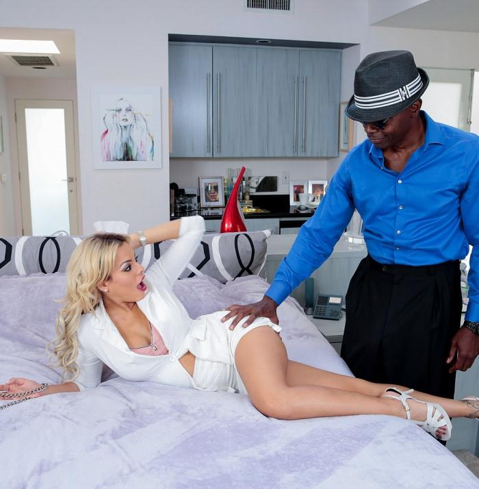 Luna Star - Slutwife realtor Luna Star will do anything to sell a house  [HD 720p]
