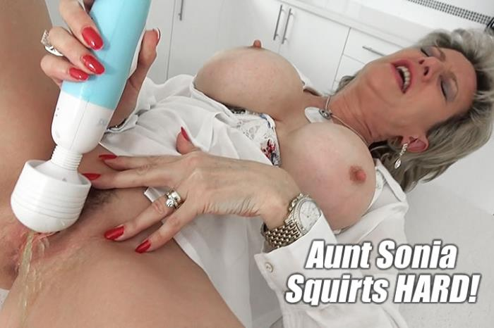 Lady Sonia - Watching Aunt Sonia Squirt Very Hard [FullHD 1080p] Lady-Sonia.com