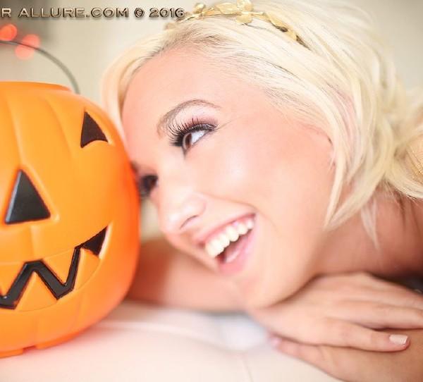 AmateurAllure.com - Eliza - Eliza Halloween [FullHD 1080p]