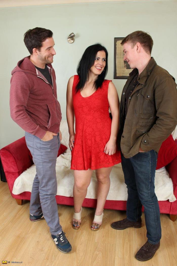(Mature.nl) Montse (EU) (36) - Naughty housewife having a threesome (HD/720p/1.44 GB/2016)