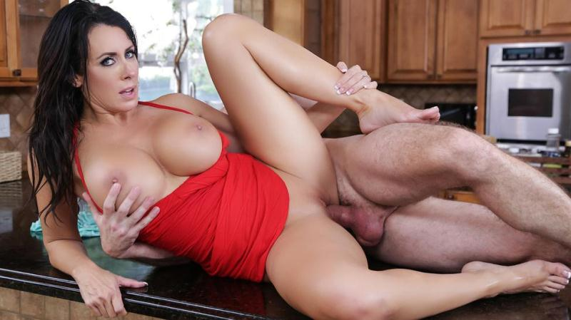 Reagan Foxx (Mommy Got Boobs / 19.10.2016) [Brazzers / SD]