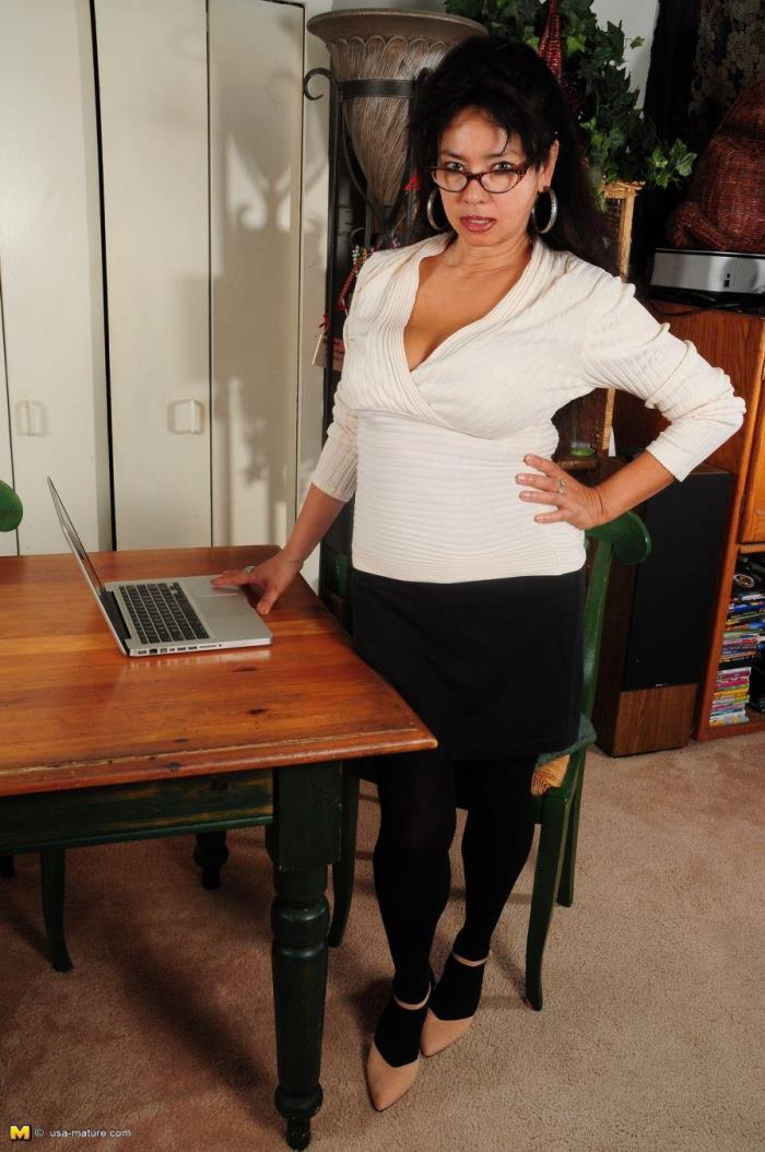 Mature.nl - Devin Demoore (36) - Asian curvy housewife fingering herself [SD 540p]