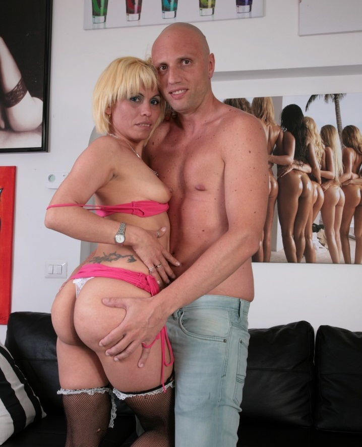 ScambistiMaturi/PornDoePremium: Analisa Lovex - Slutty blonde Latina craves anal and cumshot from Italian swinger  [HD 720p] (559 MiB)