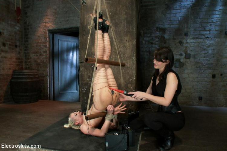 Lorelei Lee, Bobbi Starr - An Upside down Electrosex Predicament / 28 Oct 2016 [ElectroSluts / HD]