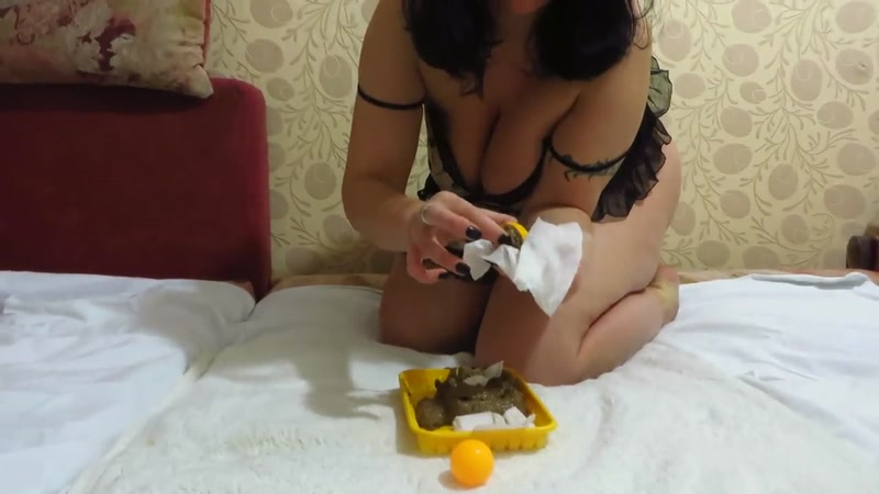 Girl shit next to tennis balls - Solo (SCAT / 03 Oct 2016) [FullHD]