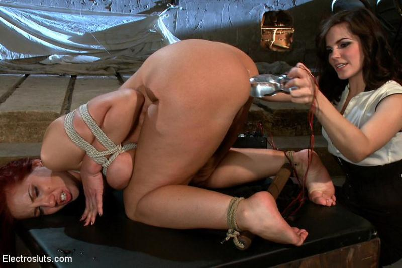 3l3ctr0Sluts.com: Kelly Divine VS Stanley [HD] (252 MB)