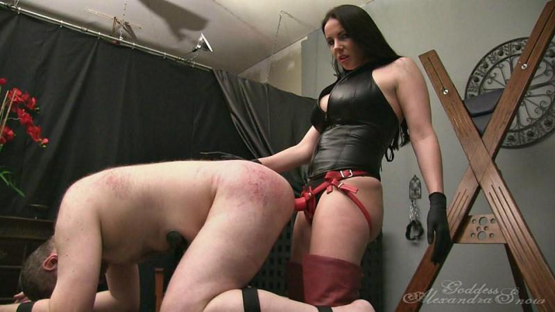 Alexandra Snow - Viciously Fucked on the Steel Bench [FullHD] (509 MB)