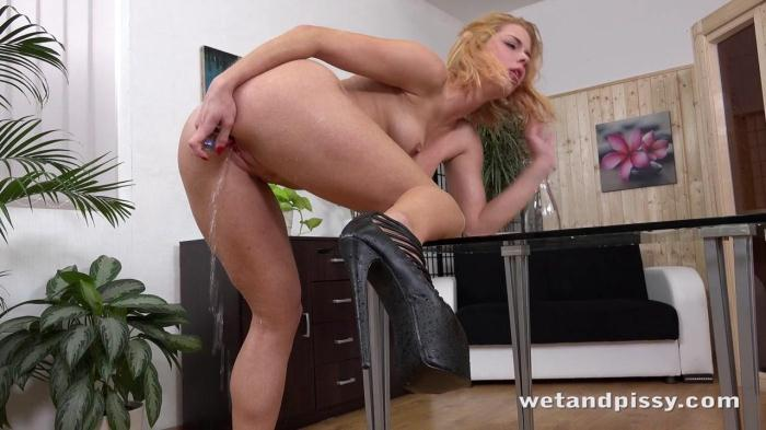 Chrissy Fox - Piss Alone! (W3t4ndP1ssy) HD 720p